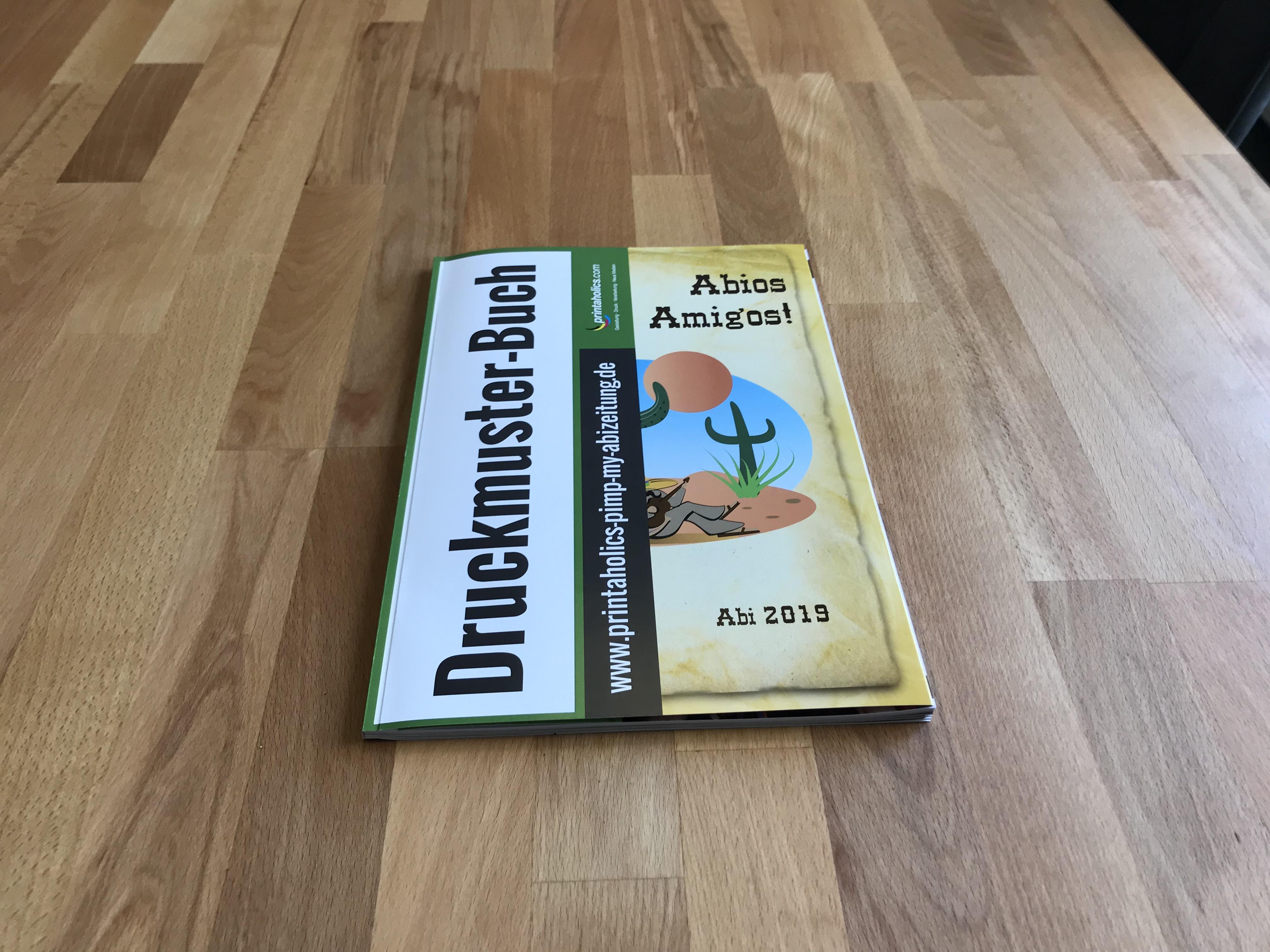 [Translate to Österreich:] Klappcover vorne bei einer Abizeitung